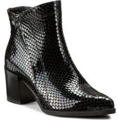 Botki MACCIONI - 467.428 Czarny. Czarne buty zimowe damskie Maccioni, z lakierowanej skóry, na obcasie. W wyprzedaży za 269,00 zł.