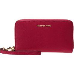 MICHAEL Michael Kors JET SET TRAVEL Portfel ultra pink. Czerwone portfele damskie marki MICHAEL Michael Kors. Za 459,00 zł.