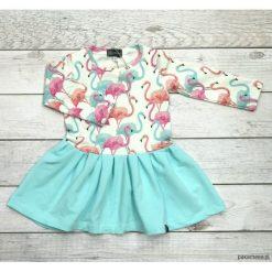 Sukienka we flamingi. Różowe sukienki dziewczęce marki Pakamera, z długim rękawem, długie. Za 119,00 zł.