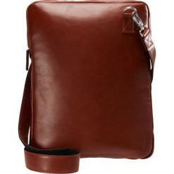 Royal RepubliQ LAPTOP COVER WITH STRAP Torba na laptopa cognac. Brązowe torby na laptopa Royal RepubliQ. Za 379,00 zł.