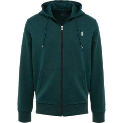 Polo Ralph Lauren DOUBLE TECH Bluza rozpinana college green. Zielone bluzy męskie rozpinane Polo Ralph Lauren, m, z bawełny. Za 629,00 zł.