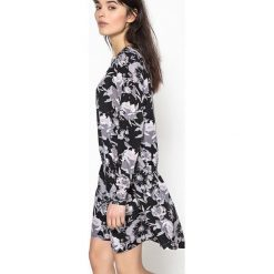 Długie sukienki: Rozkloszowana sukienka midi w kwiaty