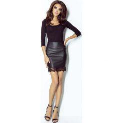 Mini Spódnica z Eco-skóry z Koronkową Wypustką - Czarna. Czarne minispódniczki marki Molly.pl, l, w koronkowe wzory, z koronki, eleganckie, dopasowane. Za 99,90 zł.