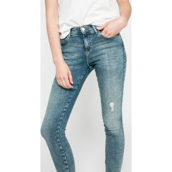 Wrangler - Jeansy Crazy Mama. Szare jeansy damskie skinny marki Wrangler, na co dzień, m, z nadrukiem, casualowe, z okrągłym kołnierzem, mini, proste. W wyprzedaży za 219,90 zł.