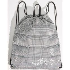 Plecak worek w kratkę - Jasny szar. Szare plecaki damskie Sinsay, w kratkę. Za 39,99 zł.
