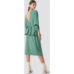 NA-KD Party Sukienka midi z odkrytymi plecami - Green. Zielone sukienki na komunię marki NA-KD Party, na imprezę, z poliesteru, dekolt w kształcie v, midi. Za 181,95 zł.