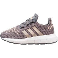 Adidas Originals SWIFT RUN Tenisówki i Trampki grey five/copper metallic/footwear white. Szare tenisówki męskie marki adidas Originals, z materiału. Za 229,00 zł.