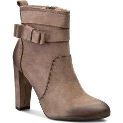 Botki CARINII - B3688 H28-000-PSK-B30. Brązowe buty zimowe damskie Carinii, z nubiku. W wyprzedaży za 249,00 zł.
