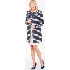 Płaszcze damskie pastelowe: Prążkowany płaszcz w marynarskim stylu