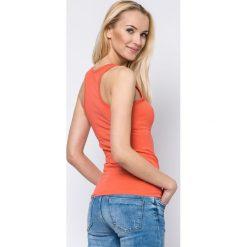 Bluzka basic bokserka pomarańczowa. Brązowe bluzki z odkrytymi ramionami Yups, l, z bawełny, młodzieżowe. Za 29,99 zł.