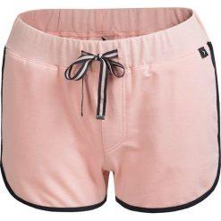 Spodenki dresowe damskie SKDD601 - pudrowy koral - Outhorn. Różowe szorty damskie Outhorn, z bawełny. W wyprzedaży za 39,99 zł.