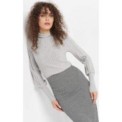 Sweter z widocznym splotem. Szare swetry klasyczne damskie Orsay, m, z dzianiny. Za 99,99 zł.