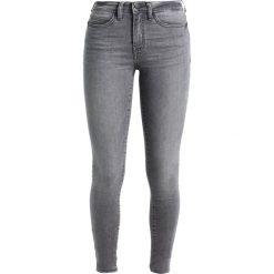 Noisy May NMLUCY  Jeans Skinny Fit light grey denim. Szare rurki damskie Noisy May. W wyprzedaży za 134,25 zł.