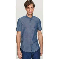 Koszule męskie na spinki: Koszula z mikrowzorem slim fit – Granatowy