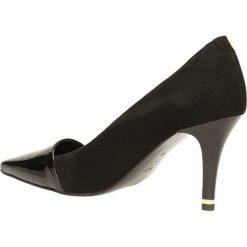 CZÓŁENKA BUT S U226-CAC-0. Czarne buty ślubne damskie Casu, na koturnie. Za 239,99 zł.