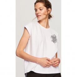 T-shirt z nadrukiem - Biały. Białe t-shirty damskie marki Reserved, l, z dzianiny. Za 29,99 zł.
