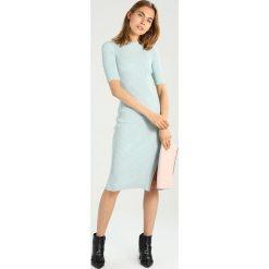 IVY & OAK SHIFT DRESS Sukienka dzianinowa mint green. Zielone sukienki dzianinowe IVY & OAK. W wyprzedaży za 467,35 zł.