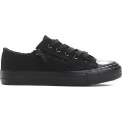 Czarne Trampki Savory. Czarne buty sportowe chłopięce marki Born2be, z materiału, z okrągłym noskiem, na zamek. Za 29,99 zł.