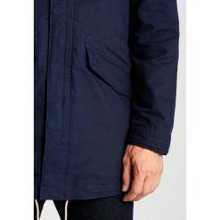 Abercrombie & Fitch Krótki płaszcz navy. Niebieskie prochowce męskie Abercrombie & Fitch, l, z bawełny. W wyprzedaży za 463,20 zł.