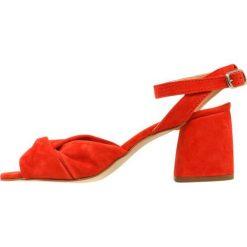 Rzymianki damskie: Rebecca Minkoff ROMY Sandały suede red/coral
