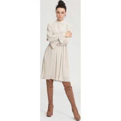 Sukienki: Jasnobeżowa Sukienka Bottom line