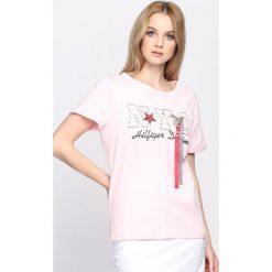 Różowy T-shirt Just a Feeling. Czerwone bluzki damskie Born2be, l. Za 39,99 zł.