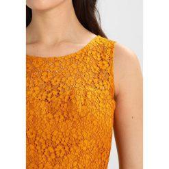 NAF NAF MARTA Sukienka koktajlowa moutarde. Pomarańczowe sukienki koktajlowe marki NAF NAF, z bawełny. Za 389,00 zł.