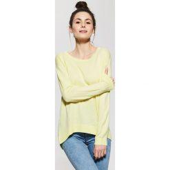 Swetry klasyczne damskie: Gładki sweter – Żółty