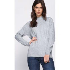 Jasnoszary Sweter Shortage. Szare swetry klasyczne damskie Born2be, na jesień, l. Za 59,99 zł.