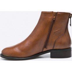 Steve Madden - Botki Rileey. Brązowe buty zimowe damskie marki Steve Madden, z materiału, na obcasie. W wyprzedaży za 299,90 zł.