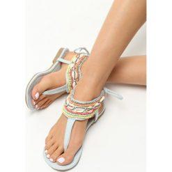 Jasnoniebieskie Sandały Retiary. Niebieskie sandały damskie marki Born2be, z materiału, na płaskiej podeszwie. Za 59,99 zł.