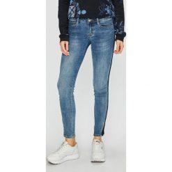 Tally Weijl - Jeansy. Czerwone jeansy damskie rurki marki TALLY WEIJL, l, z dzianiny, z krótkim rękawem. Za 149,90 zł.