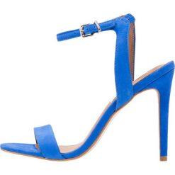 Steve Madden LANDEN Sandały na obcasie blue. Niebieskie sandały damskie Steve Madden, z materiału, na obcasie. Za 419,00 zł.