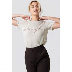 NA-KD Trend T-shirt basic Single - Beige. Białe t-shirty damskie marki NA-KD Trend, z nadrukiem, z jersey, z okrągłym kołnierzem. Za 72,95 zł.