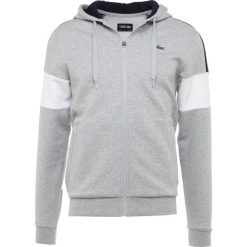 Lacoste Sport Bluza rozpinana silver chine/navy blue/white. Szare bejsbolówki męskie Lacoste Sport, l, z bawełny. Za 459,00 zł.
