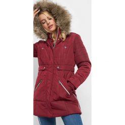 Pikowana kurtka z kapturem. Czerwone bomberki damskie Orsay, na jesień, z elastanu, z kapturem. Za 279,99 zł.