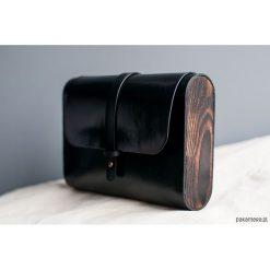 Torebka skórzana z drewnem R-4C czarna. Czarne torebki klasyczne damskie Pakamera, z materiału. Za 415,00 zł.