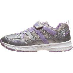 """Sneakersy """"Top Fly"""" w kolorze srebrno-fioletowym. Szare bluzki dziewczęce marki geox kids, z gumy, ze sznurowanym dekoltem. W wyprzedaży za 117,95 zł."""