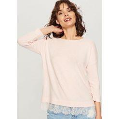 Swetry damskie: Sweter z koronką - Różowy