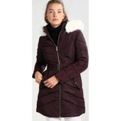 Dorothy Perkins LUXE BELTED PADDED MOVE ON Płaszcz zimowy berry. Fioletowe płaszcze damskie zimowe marki Dorothy Perkins, z materiału. W wyprzedaży za 272,30 zł.
