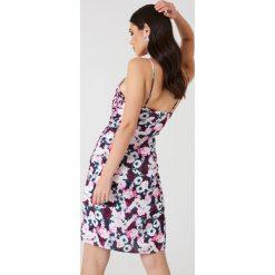 NA-KD Bieliźniana sukienka z falbanką - Pink,Multicolor. Różowe sukienki na komunię NA-KD, z falbankami. Za 40,95 zł.