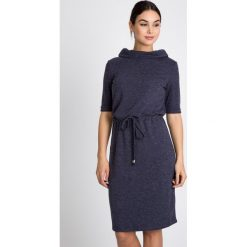 Sukienki: Granatowa sukienka wiązana w pasie QUIOSQUE