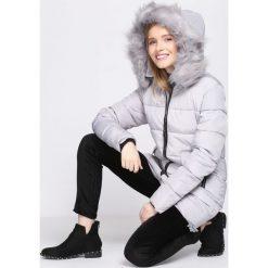 Jasnoszara Kurtka Skill Of Loving. Brązowe kurtki damskie pikowane marki QUECHUA, na zimę, m, z materiału. Za 169,99 zł.
