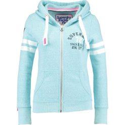 Superdry Bluza rozpinana bolt teal snowy. Szare bluzy rozpinane damskie marki Superdry, l, z nadrukiem, z bawełny, z okrągłym kołnierzem. W wyprzedaży za 350,10 zł.