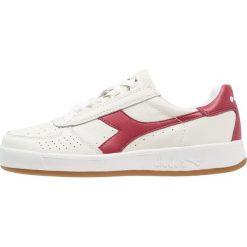 Diadora B.ELITE Tenisówki i Trampki white/tibetan red. Białe tenisówki damskie Diadora, z materiału. W wyprzedaży za 377,10 zł.