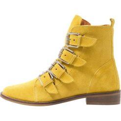 SPM STOFIE Botki kowbojki i motocyklowe yellow. Żółte botki damskie skórzane marki SPM. Za 419,00 zł.