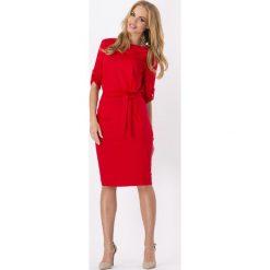 Sukienki: Czerwona Kobieca Sukienka Midi z Podpinanym Rękawem z Paskiem