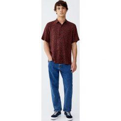 Koszula w panterkę. Czerwone koszule męskie marki Pull&Bear, m. Za 89,90 zł.