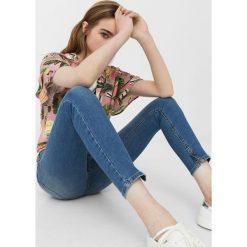 Mango - Jeansy Isa1. Niebieskie jeansy damskie rurki Mango. Za 119,90 zł.