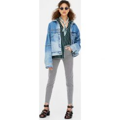 Jeansy skinny fit w paski. Szare jeansy damskie marki Pull & Bear, okrągłe. Za 69,90 zł.